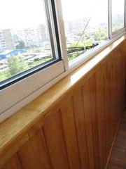 Красивый балкон. Отделка деревянной вагонкой.